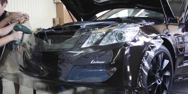 Оклейка кузова Mercedes-Benz E  W212  в Lorinser защитной пленкой