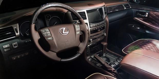 Lexus LX 570 - полный перешив кожаного салона, торпедо, потолка и...