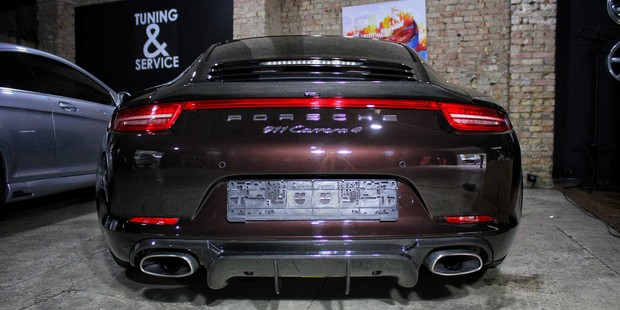 Porsche 911 – установка заднего диффузора и спойлера из карбона от Vorsteiner